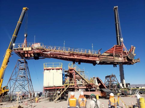 Installation of the boom into the superstructure of the TAKRAF BWR 7100 at the mine in Chile.